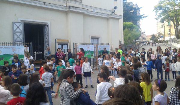 Centinaia di bambini delle Parrocchie di SS. Pietro e Paolo, Santa Maria delle Grazie e S.Antonio con le loro famiglie sono stati insieme nel pomeriggio di sabato 8 ottobre per […]